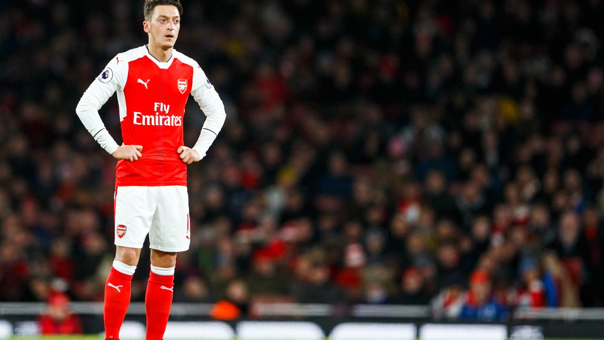 Foot/Angleterre - Özil prolongera à Arsenal si Wenger reste