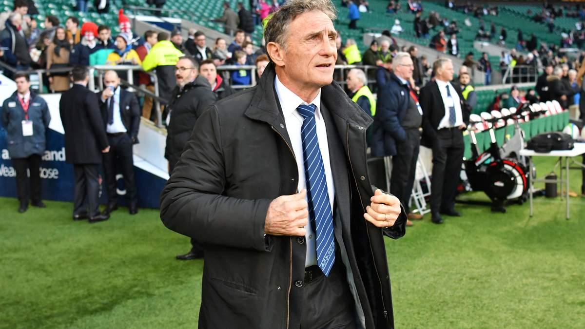 Guy Novès félicite les Anglais après la victoire face à la France