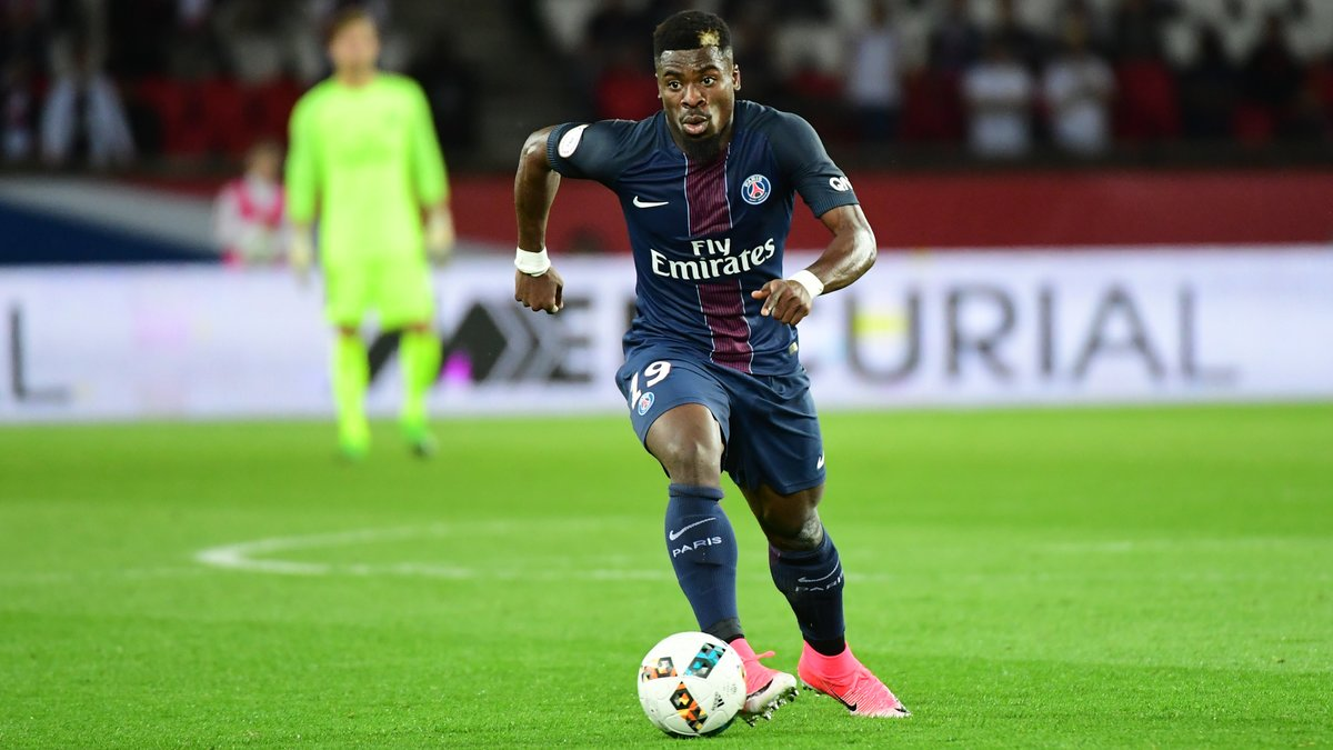 Foot - C3 - MU - José Mourinho attend plus d'Anthony Martial
