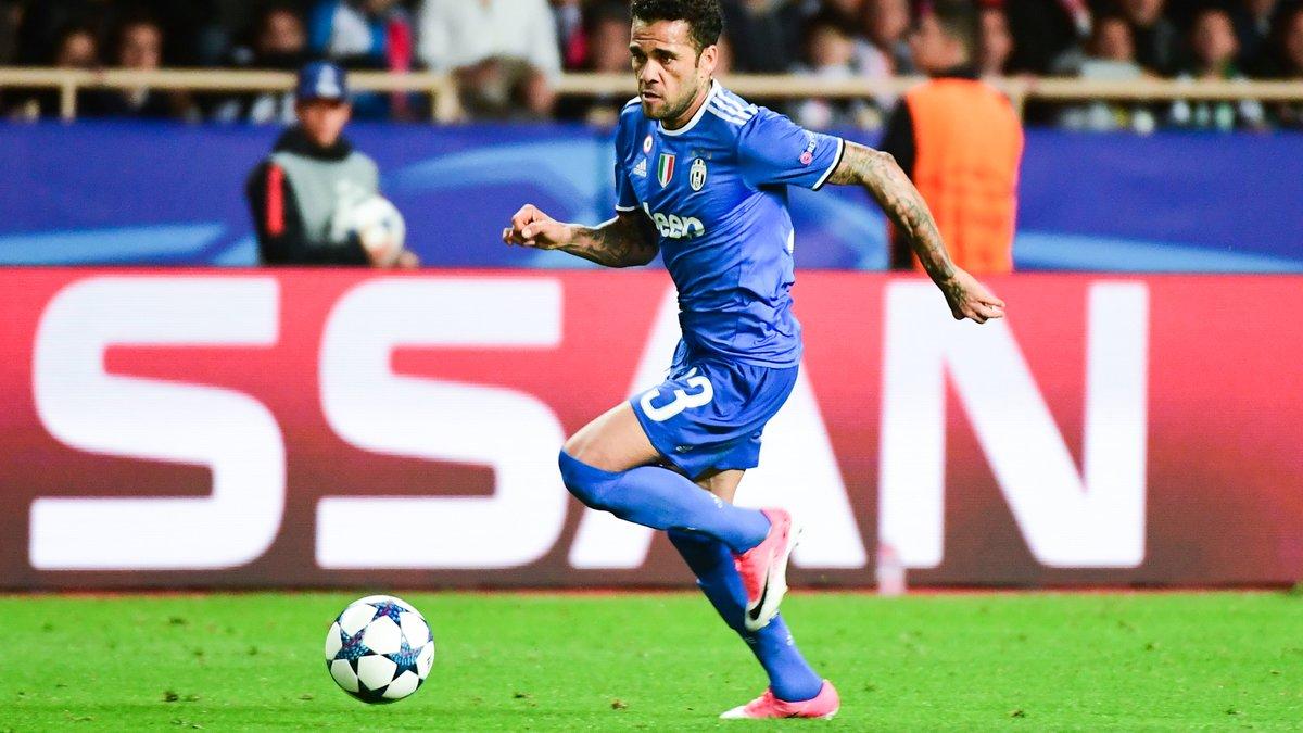 Manchester United : Mourinho prêt à tout pour Daniel Alves