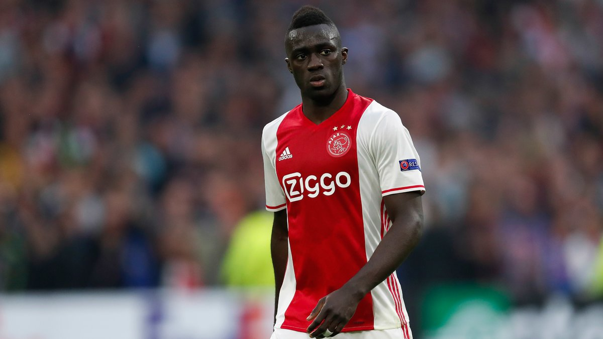 Davinson Sanchez file à Tottenham — Officiel