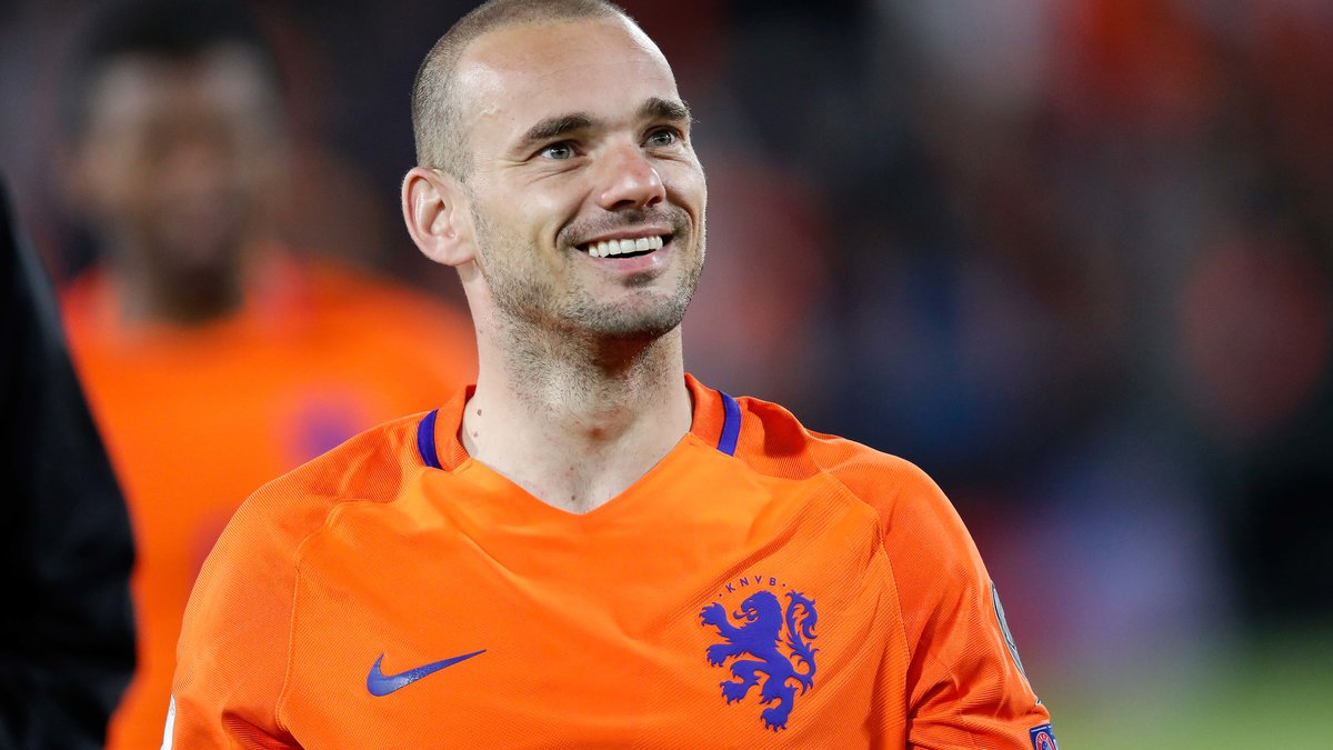 Signature lundi pour Wesley Sneijder au Gym — Nice