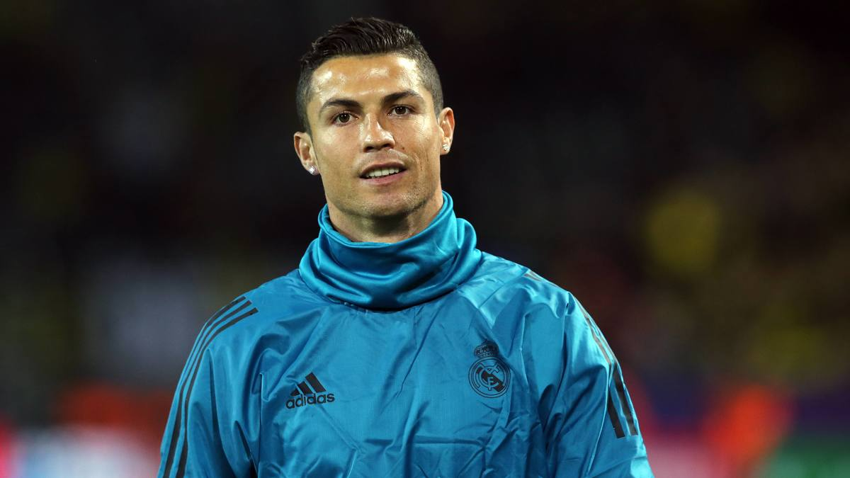 Zidane fait offense à Messi au nom de Cristiano Ronaldo — Real Madrid