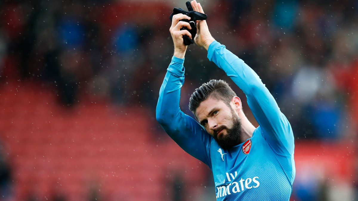 Arsenal passe mais perd Giroud — League Cup