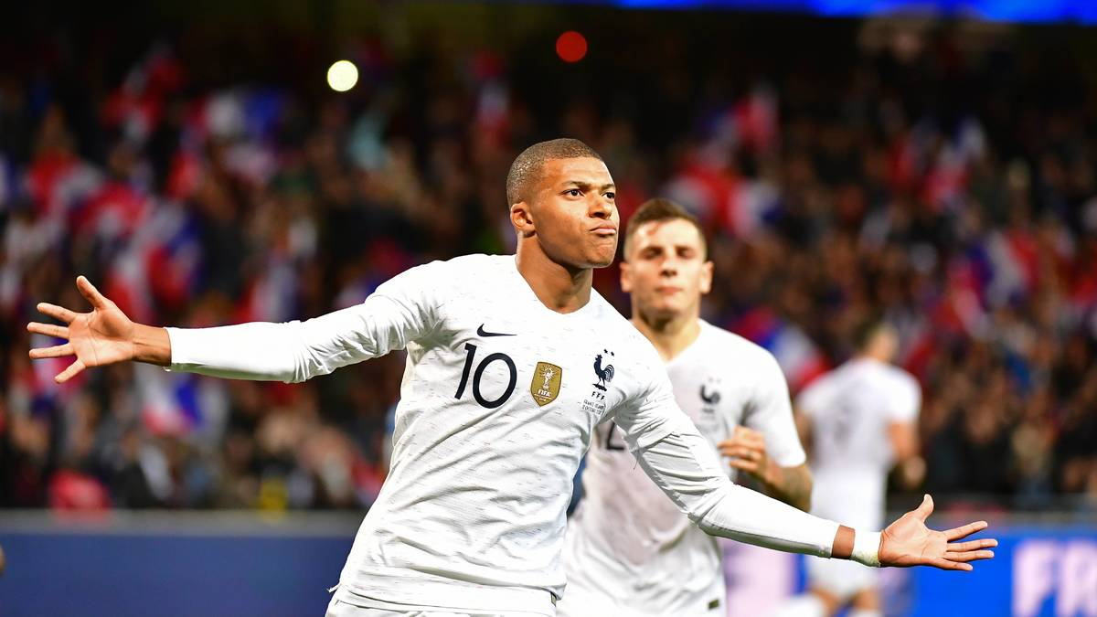 Equipe de France : Deschamps évoque le positionnement de Mbappé