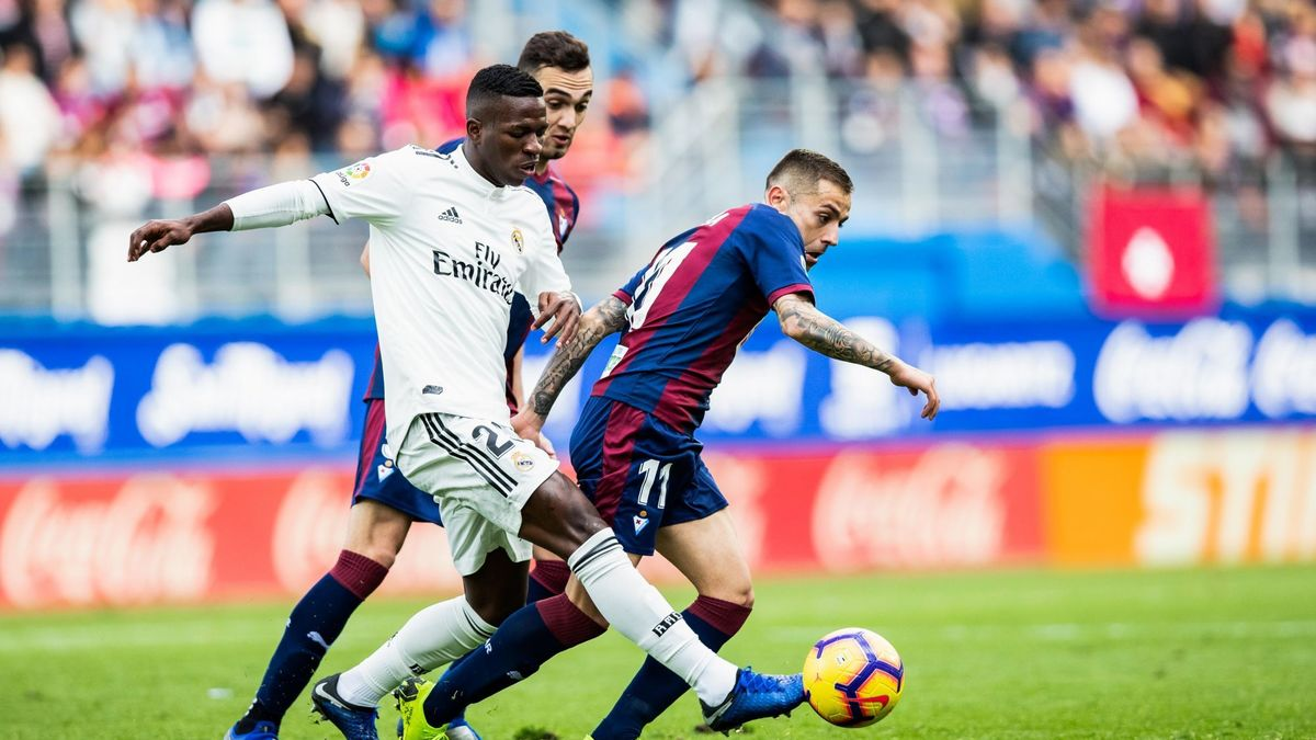 Vinicius rend hommage à Benzema — Real Madrid