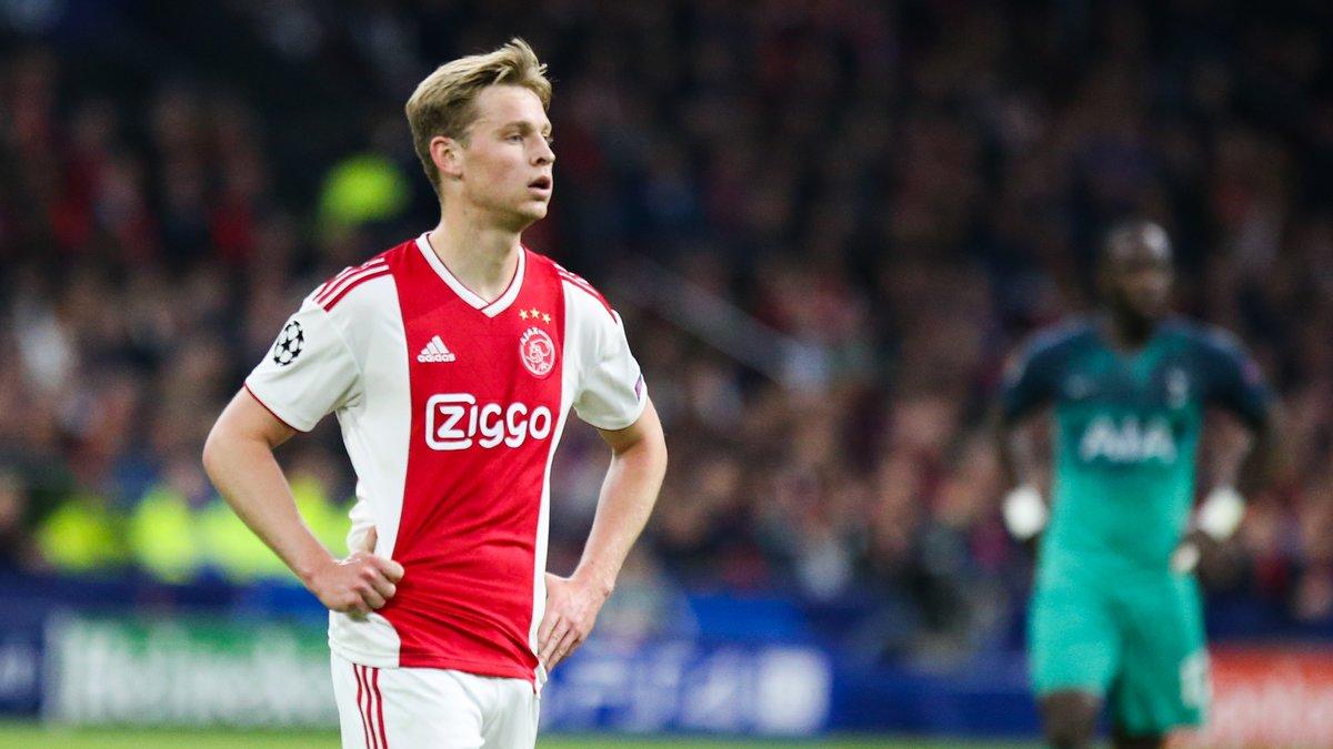 De Jong passe actuellement la visite médicale — Barça