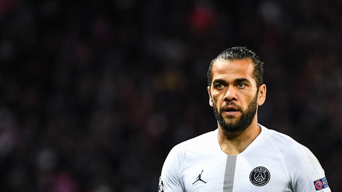 Dani Alves serait proche d'un départ du PSG (RMC Sport)