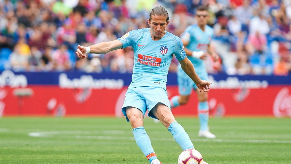 Lyon se place pour Filipe Luis au mercato — OL